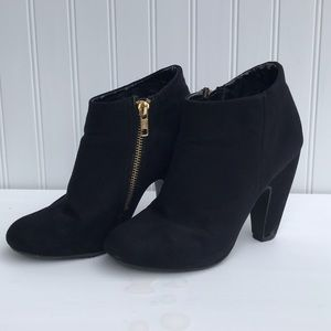 Black booties with Golden zipper🔥